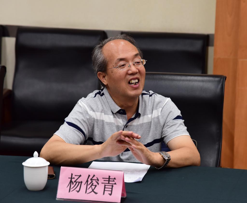 中山大学谢康教授应邀来我校指导教学科研工作