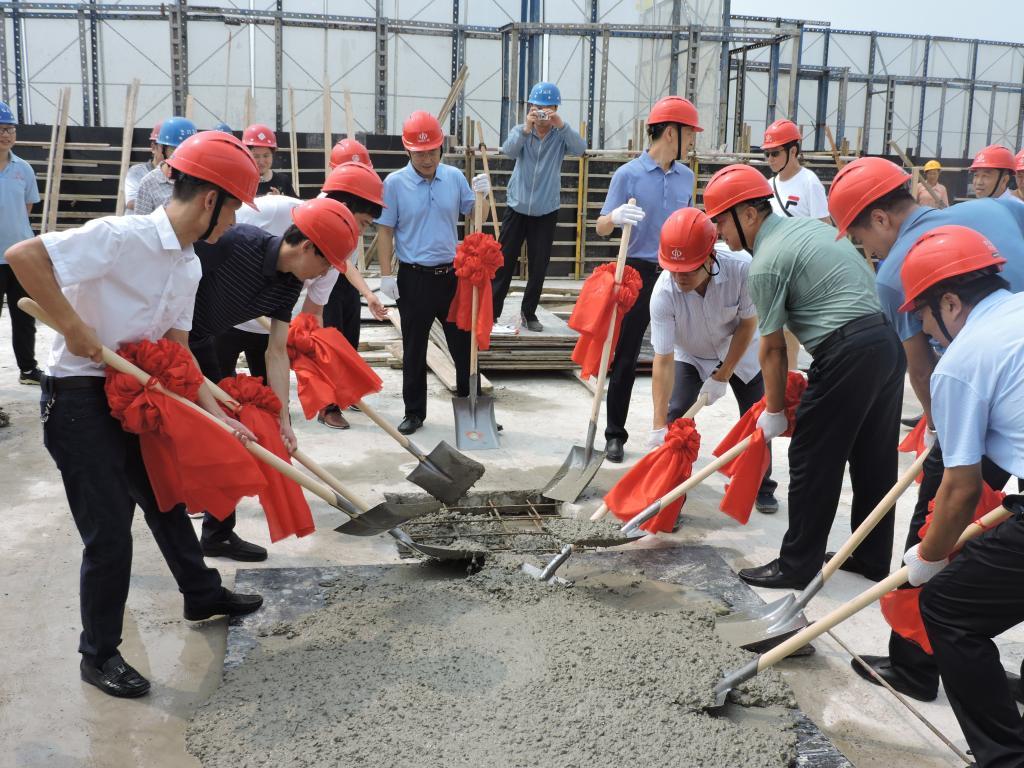 新建职工住宅楼项目A座主体结构封顶
